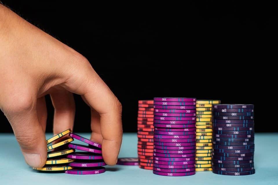Blue Chips ▷ Qué son + Ejemplos + Cómo Invertir